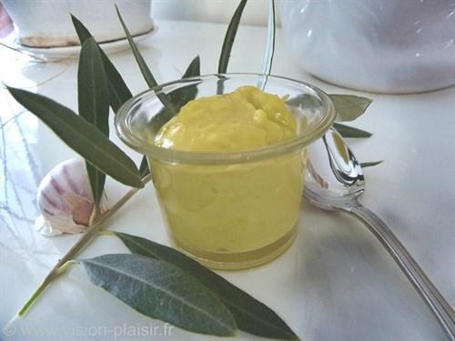 Confection de la sauce aioli