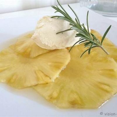Gaspacho d ananas au senteur de romarin