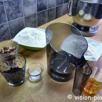 Preparation des paves de noisettes et raisins a la biere
